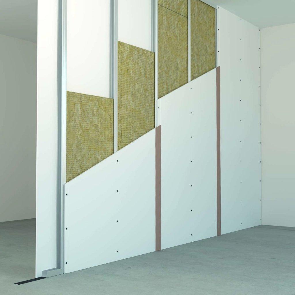 Wystarczy wykonać lekkie ściany działowe z izolacją z płyt ROCKSONIC SUPER, np. na pojedynczej stalowej konstrukcji z obustronną podwójną okładziną, wykonywane w suchej zabudowie, aby spełnić wymagania akustyczne i przeciwpożarowe. Fot. ROCKWOOL