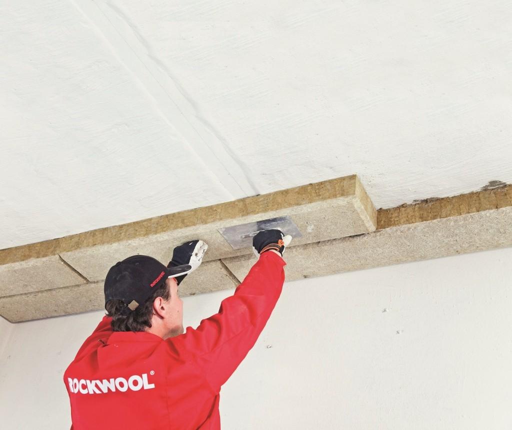 Ocieplanie stropów w systemie ECOROCK FG. Fot. Rockwool