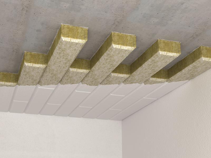 Warstwy systemu ociepleń stropu pomieszczenia nieogrzewanego - ECOROCK FG. Fot. Rockwool