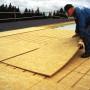 Dwuwarstwowa izolacja dachu płaskiego w systemie wentylowanym – krok po kroku