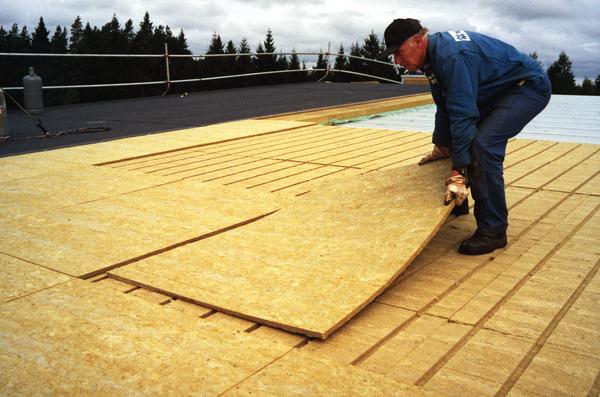 Izolacje dwuwarstwowa dachu płaskiego. Fot. Paroc