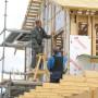 Ocieplanie fasady wentylowanej – drewnianej ściany szkieletowej – krok po kroku