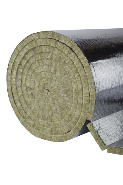 Niepalna mata z wełny kamiennej PAROC Hvac Lamella Mat AluCoat Fix - do izolacji kanałów wentylacyjnych i klimatyzacyjnych, kotłów niskotemperaturowych, zbiorników i innych powierzchni cylindrycznych. Fot. Paroc