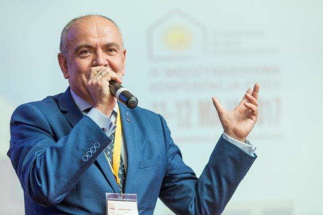 Jacek Michalak, prezes Stowarzyszenia na Rzecz Systemów Ociepleń na IV Międzynarodowej Konferencji ETICS. Fot. SSO