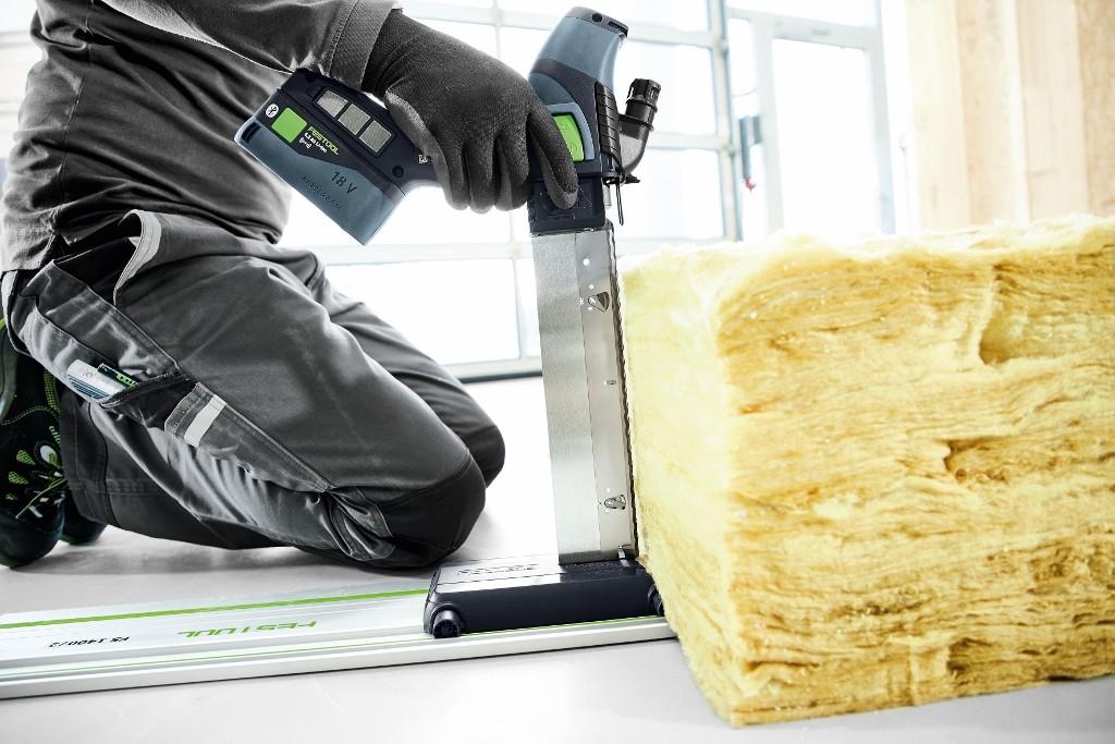 Niezwykle elastyczna w użyciu: akumulatorowa pilarka do materiałów izolacyjnych ISC 240 Festool. Fot. Festool GmbH